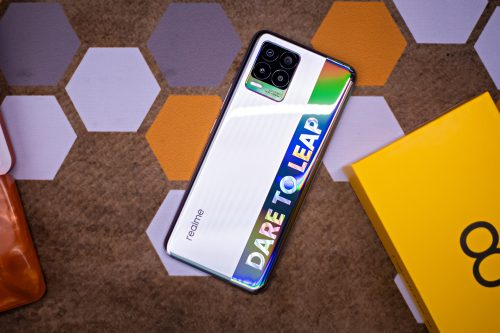 realme 8 Review – The most daring design with Super AMOLED Display!